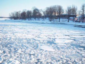 フィンランドの凍った海