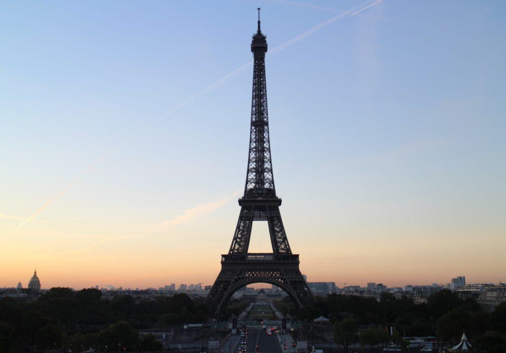 フランス、パリのエッフェル塔の絶景スポット。
